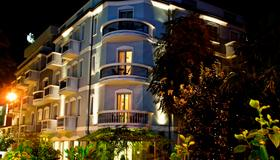 Hotel Sovrana & Re Aqva Spa - Ρίμινι - Κτίριο