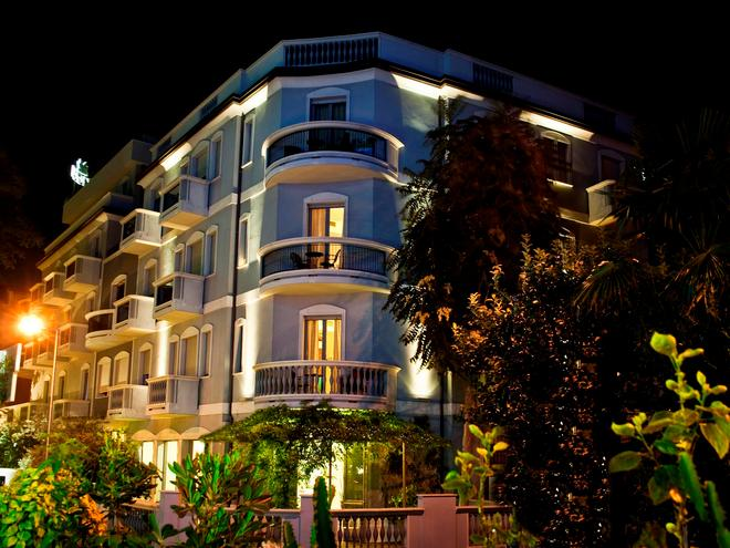 Hotel Sovrana - Rimini - Rakennus