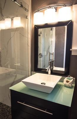 Palm Hotel - Ashland - Bathroom