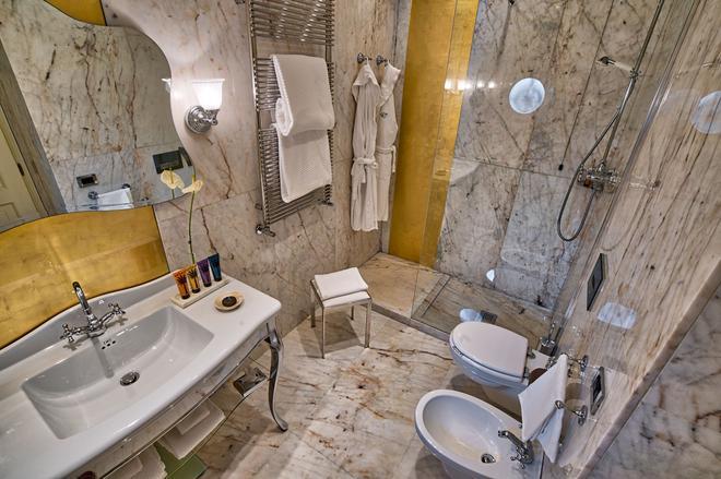 Hotel Londra Palace - Venice - Bathroom