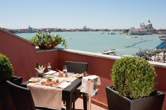 Hotel Londra Palace - Venice - Balcony