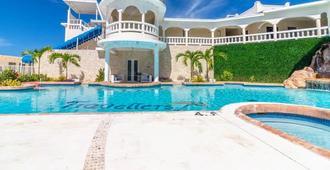 Travellers Beach Resort - Negril