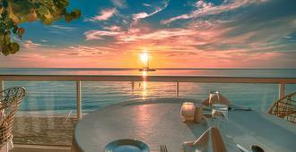 Travellers Beach Resort - נגריל - מסעדה