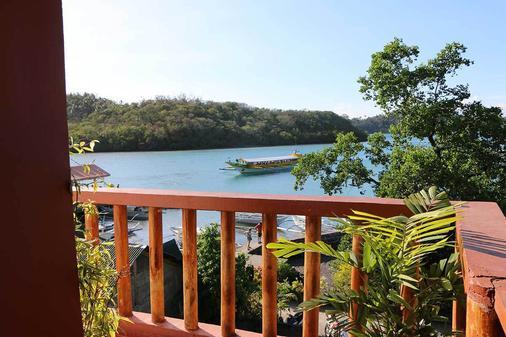 Badladz Dive Resort - Puerto Galera - Beach