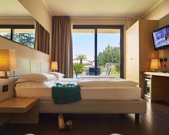 Hotel Resort Villa Luisa & Spa - San Felice del Benaco - Habitación