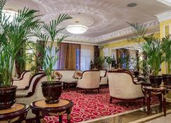 Hotel Mandarin Moscow - Moskova - Lobi