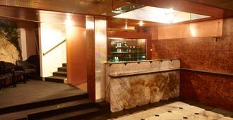Hotel Saraj - סרייבו - דלפק קבלה