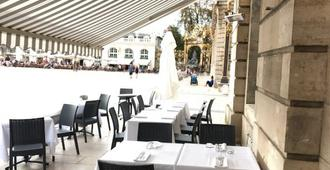 Grand Hotel De La Reine - Nancy - Patio