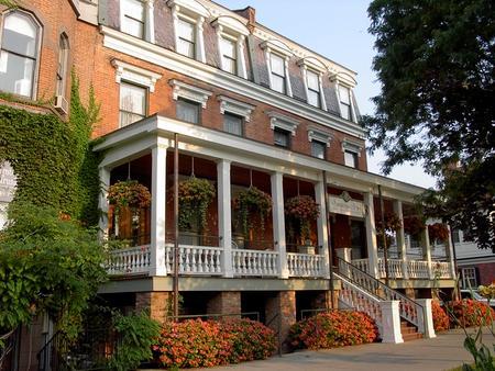 Saratoga Arms - Saratoga Springs - Building