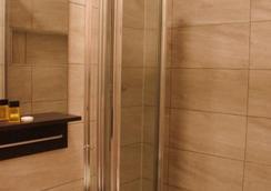 Plaza London Hotel - London - Bathroom