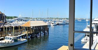 Harborside Inn - Newport - Outdoor view