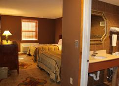 Whaler Inn And Suites - New Bedford - Bedroom