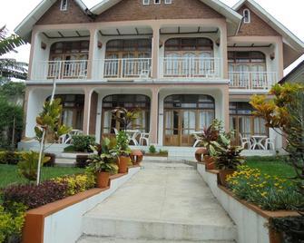 Ubumwe Hotel Gisenyi - Gisenyi - Building