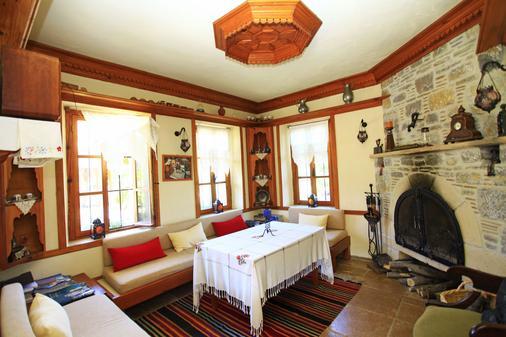 Datca Turk Evi Otel - Datça - Hallway