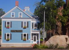 Stepping Stone Inn - Salem - Building