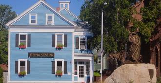 Stepping Stone Inn - Salem