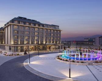 DoubleTree by Hilton Skopje - Skopie - Gebäude