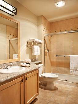 Juniper Springs Resort - Mammoth Lakes - Bathroom