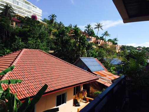 Enjoy's Beach House Karon - Karon - Balcony