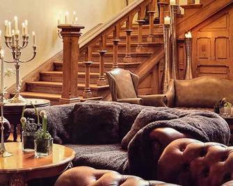 Romantik Hotel Schloss Rettershof - Kelkheim - Лоббі