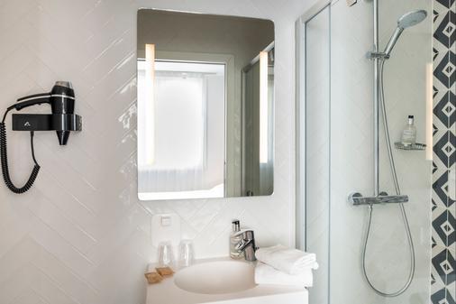 Hotel Des Lys - Versailles - Bathroom