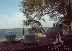 Lake Wind Hotel - Tissamaharama - Outdoor view