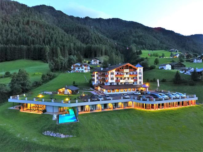 Alpenhotel Rainell - Ortisei - Building