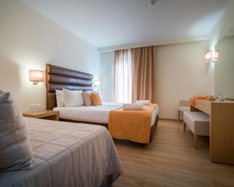 Galaxy Beach Resort, BW Premier Collection - Laganas - Schlafzimmer