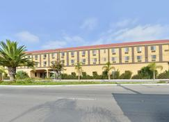 Lax Stadium Inn - Inglewood - Building
