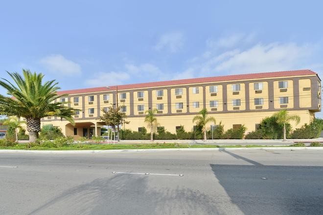 Lax Stadium Inn - Inglewood - Building