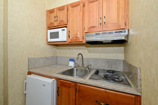 Americas Best Value Inn Villa Motel - Manitou Springs - Kitchen