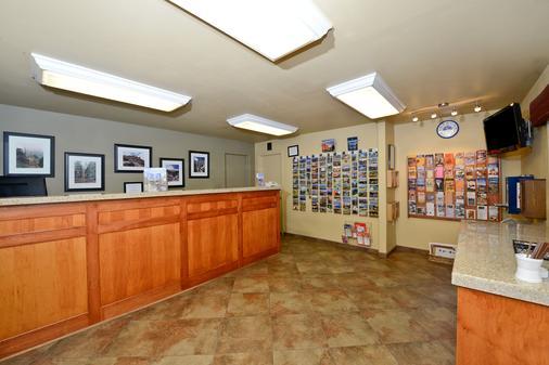 Americas Best Value Inn Villa Motel - Manitou Springs - Front desk