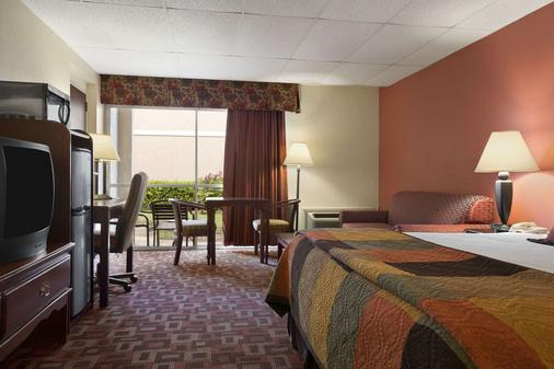 Howard Johnson by Wyndham Oklahoma City - Oklahoma City - Bedroom