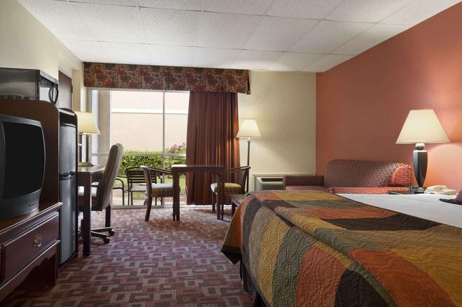 Howard Johnson by Wyndham Oklahoma City - Oklahoma City - Bedroom