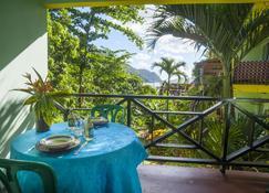 Sealevel Guesthouse - Castara - Balkon