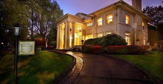 Portland's White House - Bed & Breakfast - Portland - Building