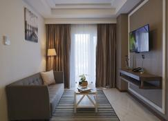 Panbil Residence Apartment Batam - Batam - Living room