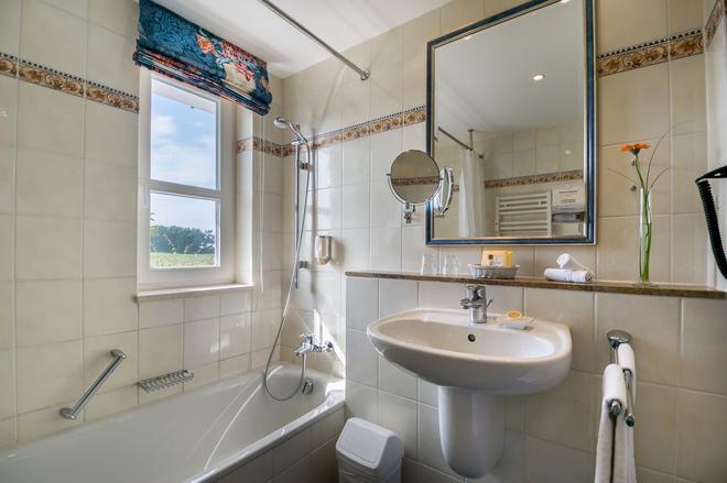 百慕森 - 酒店•高爾夫•水療 - 本茲 - 巴爾姆 - 浴室