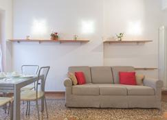 Santo Stefano Apartments - Bologna - Wohnzimmer