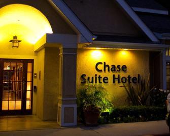 Chase Suite Hotel Brea - Brea - Gebouw