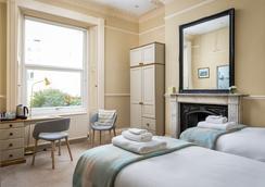 Crossways Guest House - Cheltenham - Bedroom
