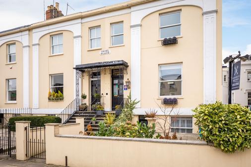 Crossways Guest House - Cheltenham - Building