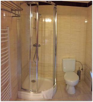 Vinci Hotel Airport - Modlnica - Bathroom