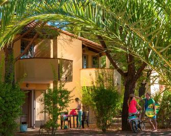 Marina Hotel Club - Cogolin - Gebouw