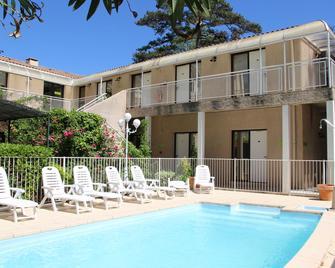 Hotel Cantosorgue - L'Isle-sur-la-Sorgue - Pool