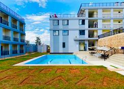 Phoenix Apartment By Link - Kigali - Pool