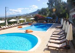 Bellapais Monastery Village - Kyrenia - Pool