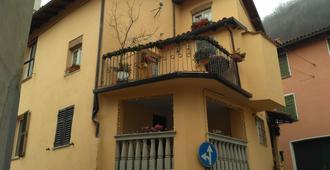 Beb Albicocco - Gavi - Building