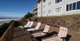 Nordic Oceanfront Inn - לינקולן סיטי - פטיו