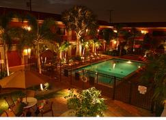 Away Inn - Lauderdale-by-the-Sea - Pool